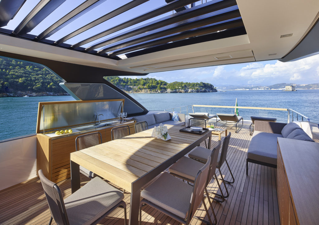 The bridge has a dining table for eight and a sun roof integrated in the hardtop.